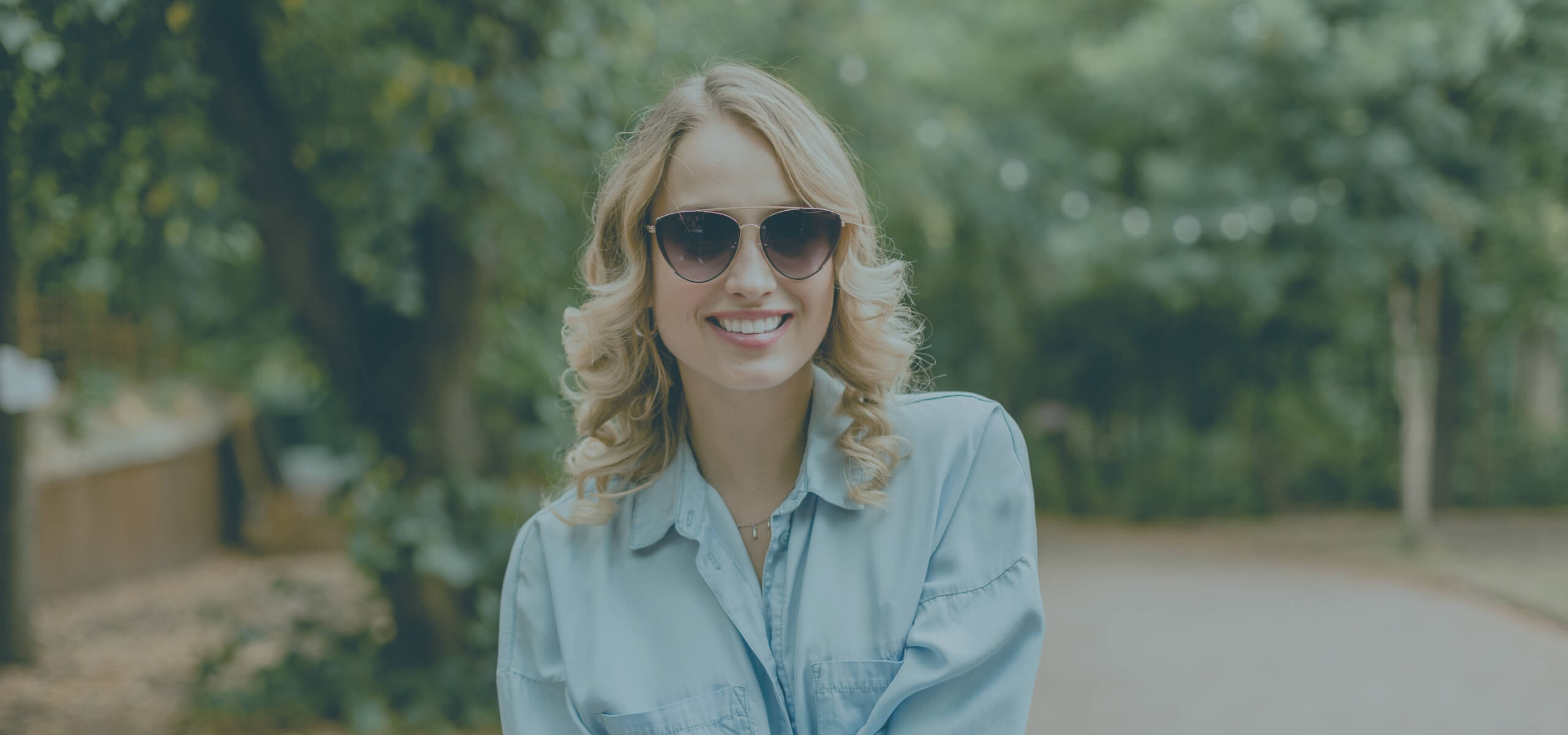 Smiling young woman wearing sunglasses